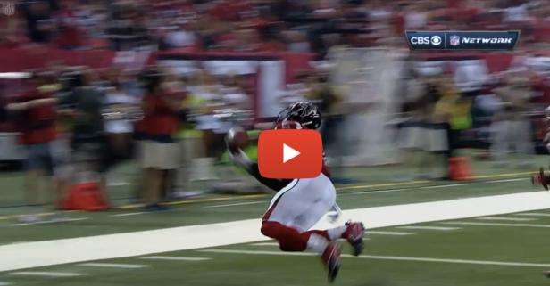 Former Alabama wide receiver Julio Jones made a ridiculous catch last night