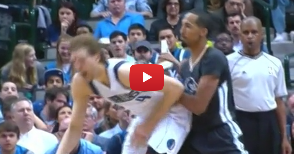 Shaun Livingston gives the most blatant low-blow ever to Dirk Nowitzki