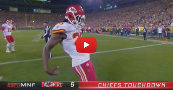 Chiefs' Jamaal Charles taunts Aaron Rodgers with the QB's signature move
