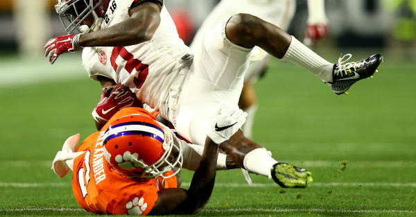 Mackensie Alexander leaves championship game with injury