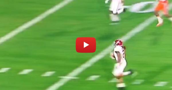 Alabama strikes first on a Derrick Henry 50-yard touchdown run