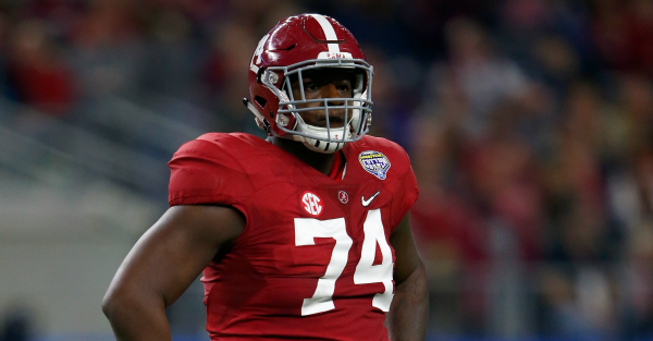 "Alabama OL throws ultimate shade at all the ""DBUs"" out there"