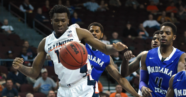 Illinois basketball player arrested after allegedly pulling a knife on a bouncer