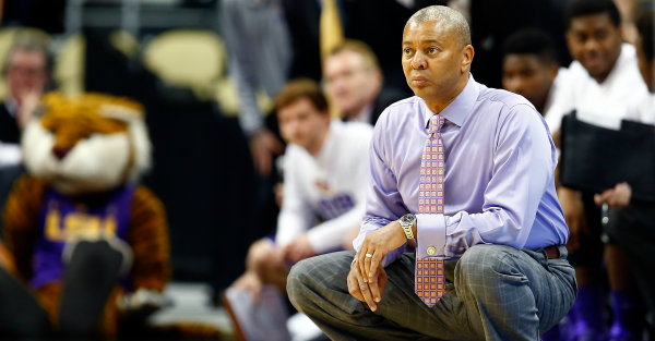 Bruce Pearl lays the smackdown on Johnny Jones' coaching