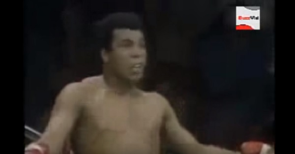 FanBuzz Flashback: Muhammad Ali avoids 21 punches in 10 seconds