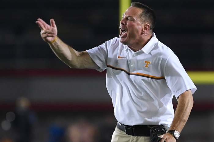 Former troubled Tennessee DE finds new home with future Vols opponent