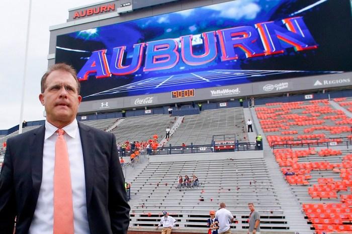 Auburn names a starting quarterback for LSU game