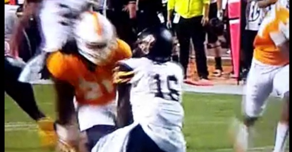 Star Tennessee LB ejected on controversial targeting call
