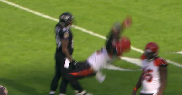 Vontaze Burfict takes flopping to new levels with epic acting job against Steve Smith