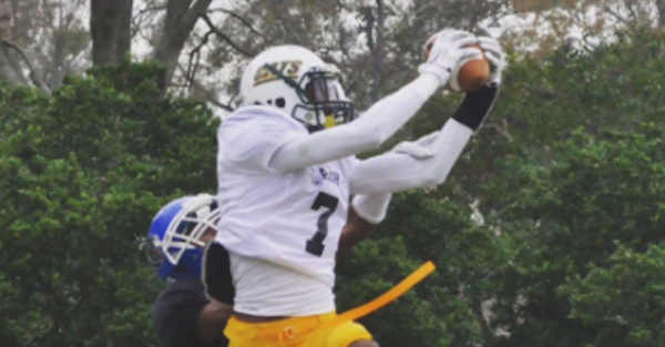 Top JUCO WR decides to stay close to home, commits to rising up-and-comer