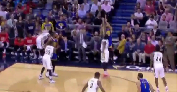 Steph Curry got daps from the least likely person after draining a three