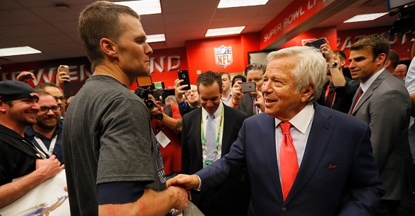 Robert Kraft unwilling to discuss Tom Brady, Bill Belichick future with Patriots