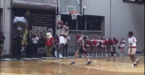 No. 2 player in the country Zion Williamson throws down insane dunk mid-game