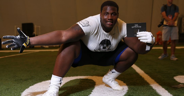 Behemoth 368-pound OG Curtis Dunlap releases ridiculous top 5 school list