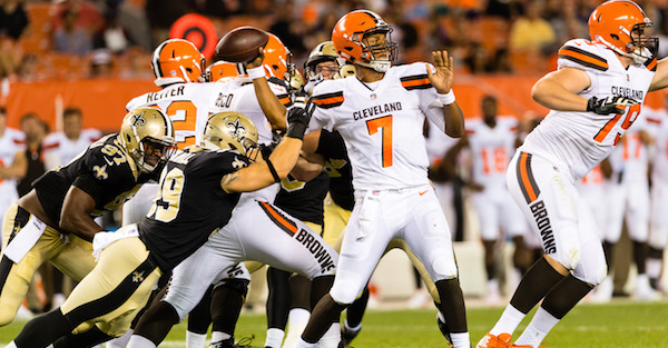 "After getting benched, Browns draft pick DeShone Kizer ""likes"" tweet trashing organization"