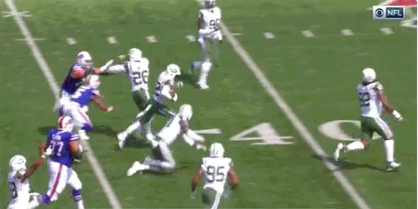 Jets' potential pick-six ruined as teammates crash into each other