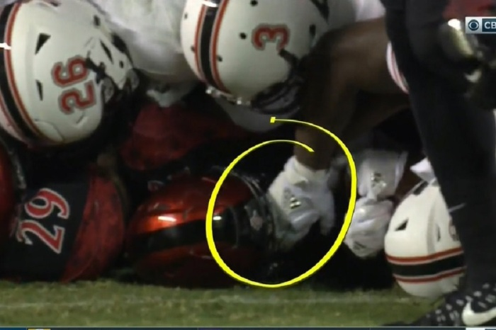 Star college RB gets hit will absolutely dirty, disgusting move from opposing player
