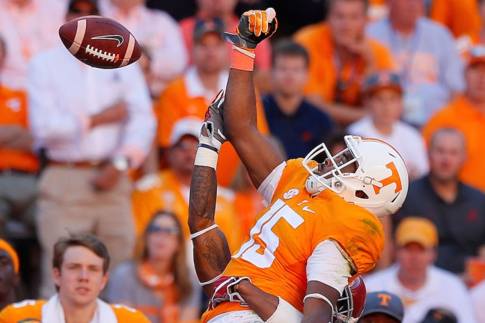 After being kicked off the team, former Tennessee star now trying to get back on it