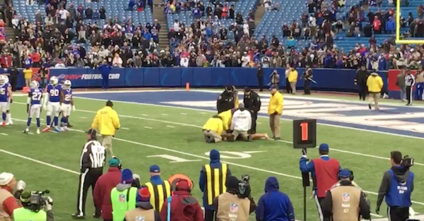 Streaker takes it to the extreme in the coldness of Buffalo, forces game delay