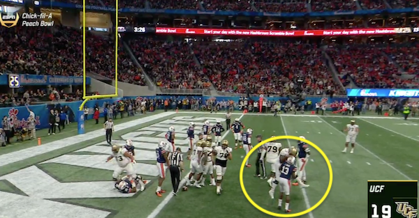 UCF lineman hilariously celebrated with Auburn defender after team scored a touchdown