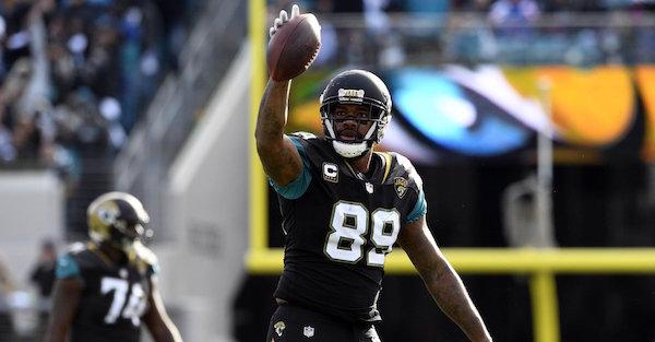 Jacksonville Jaguars pick up option on former Pro Bowler