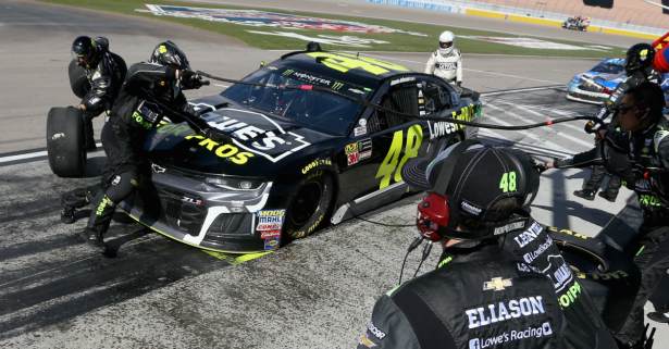 Jimmie Johnson's luck continues to be terrible in Las Vegas