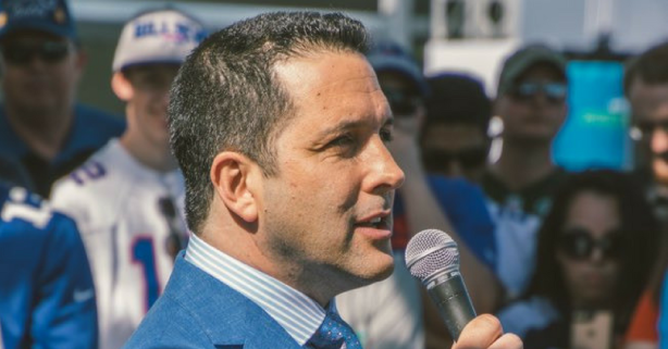 Adam Schefter Delivers Hilarious Le'Veon Bell Take Out of Nowhere