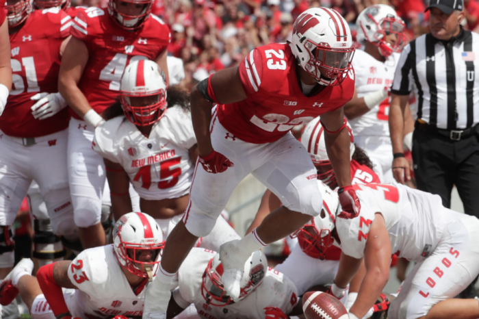 FanBuzz College Football Players of the Week: Wisconsin's Taylor Runs Wild