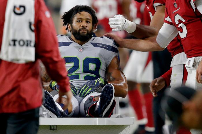 Earl Thomas Flips Off Seattle's Sideline After Leg Injury