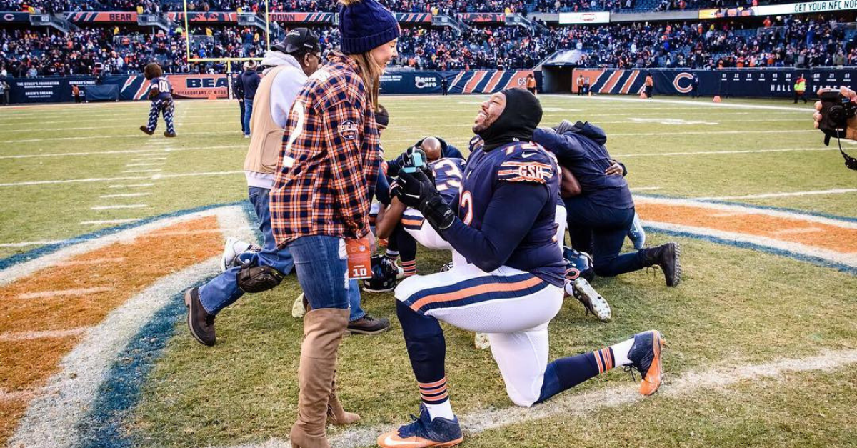 Chicago Bears' OL Proposes, Then Fiance's Racially-Charged Tweets Resurface