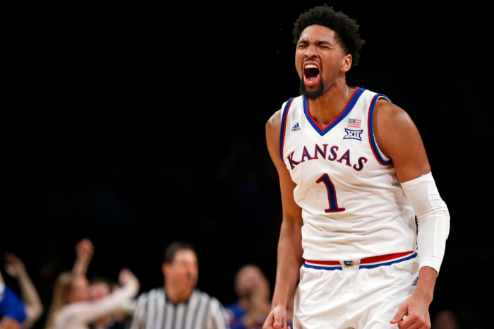 AP Top 25: Kansas Returns to No. 1; Kentucky Tumbles 10 Spots