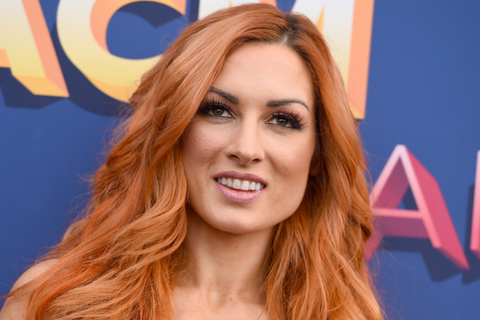 "Former WWE Champ Doesn't Understand Why Becky Lynch is ""The Man"""