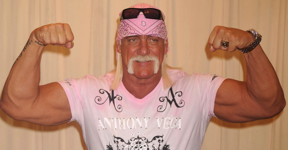 Hulk Hogan's Massive Size Makes NFL Linemen Look Like Little Kids