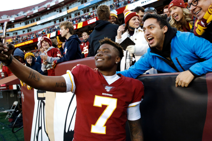 Dwayne Haskins Misses Final Snap to Take Selfies With Fans