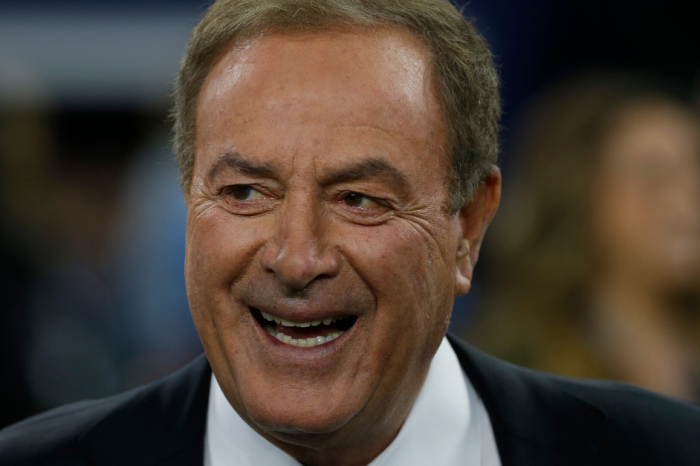 "Al Michaels Goes Crazy Over ""Double-Doink"" Extra Point Attempt"