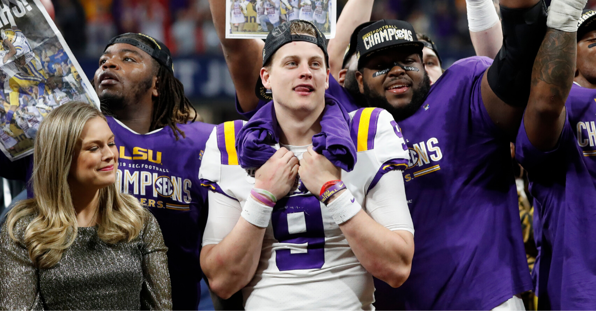 Joe Burrow Wins Maxwell Award as CFB's Player of the Year