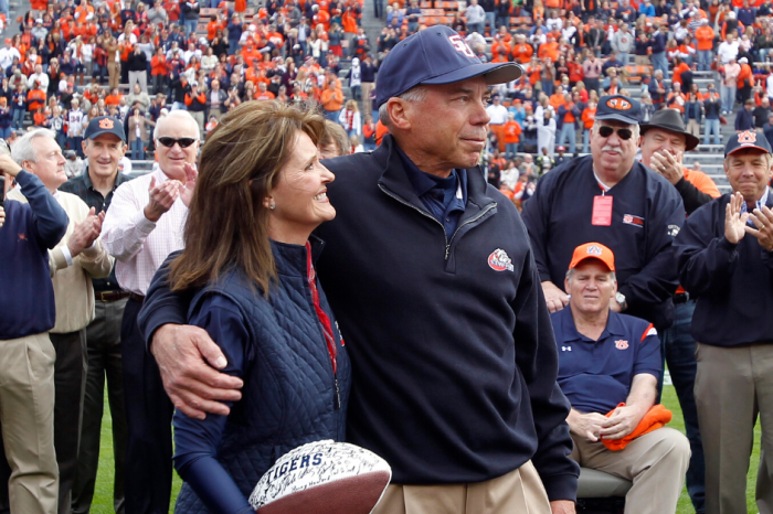 Pat Sullivan, Heisman Winner at Auburn, Dies at 69