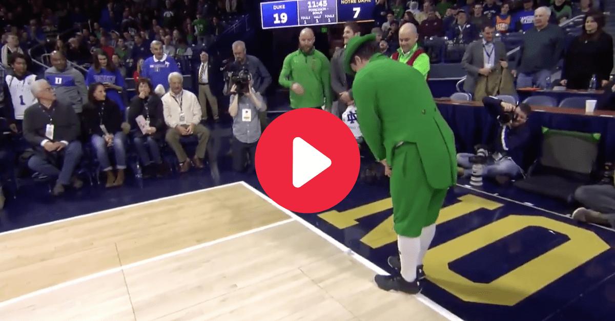 Notre Dame Mascot Sinks Full-Court Putt to Win Every Fan Golf Tickets