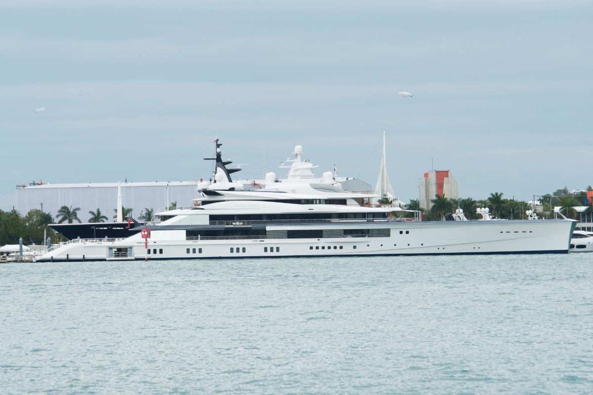 Jerry Jones' $250 Million Yacht is Longer Than a Football Field