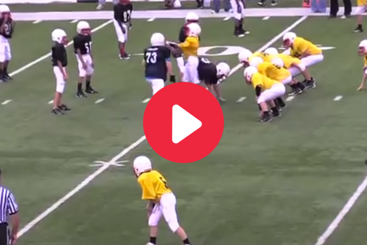 Sneaky Middle School QB Walks Right Past Everyone for Easy TD