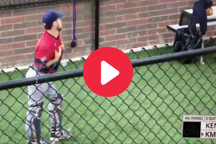 "Bullpen Catcher Crushes ""Single Ladies"" Dance During Game"