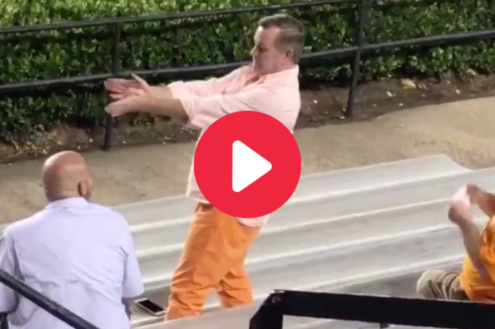 """Tennessee Fan Breaks Out """"HandClap"""" Dance During Timeout"""