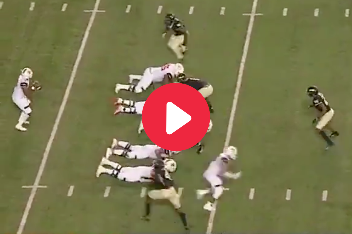 """The """"Belly Flop"""" Trick Play Caught the Defense Sleeping"""
