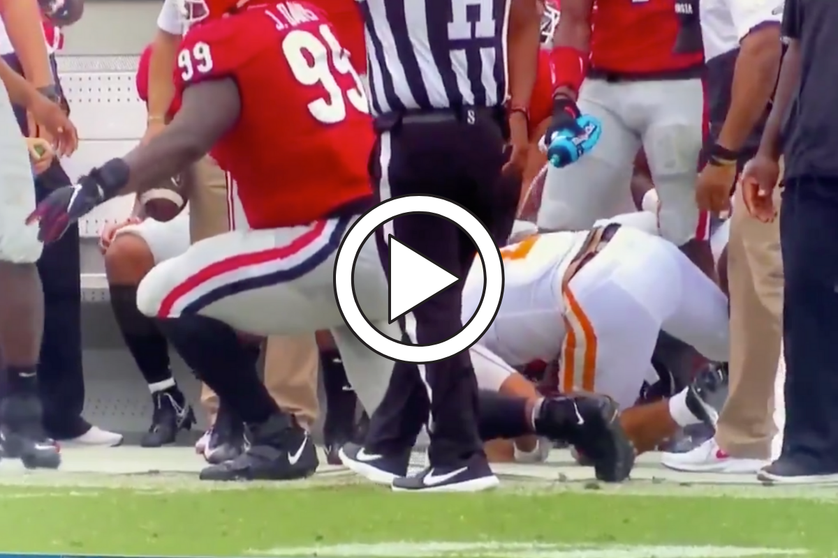 Georgia Star Squirts Water on Tennessee Quarterback, Gets Penalty