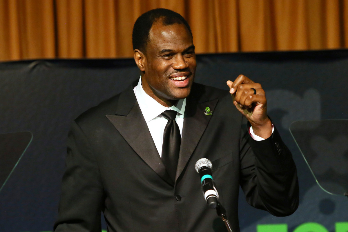 David Robinson Served in the Navy, Then Dominated in the NBA