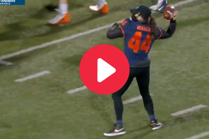 Female Reporter Scores 2-Point Conversion in Illinois Spring Game