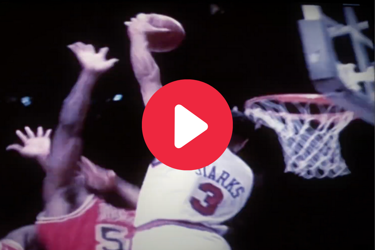 "John Starks' ""The Dunk"" Made Madison Square Garden Erupt"